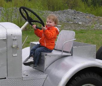 Gander_on_tractor2